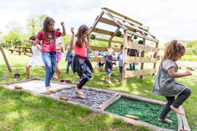 le parcours sensoriel parc de loisirs nature finistère les jeux